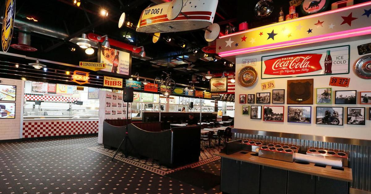 Portillo's retrasa su apertura en Orlando