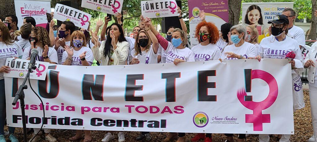 Cientos se manifiestan en contra de la violencia doméstica en Orlando