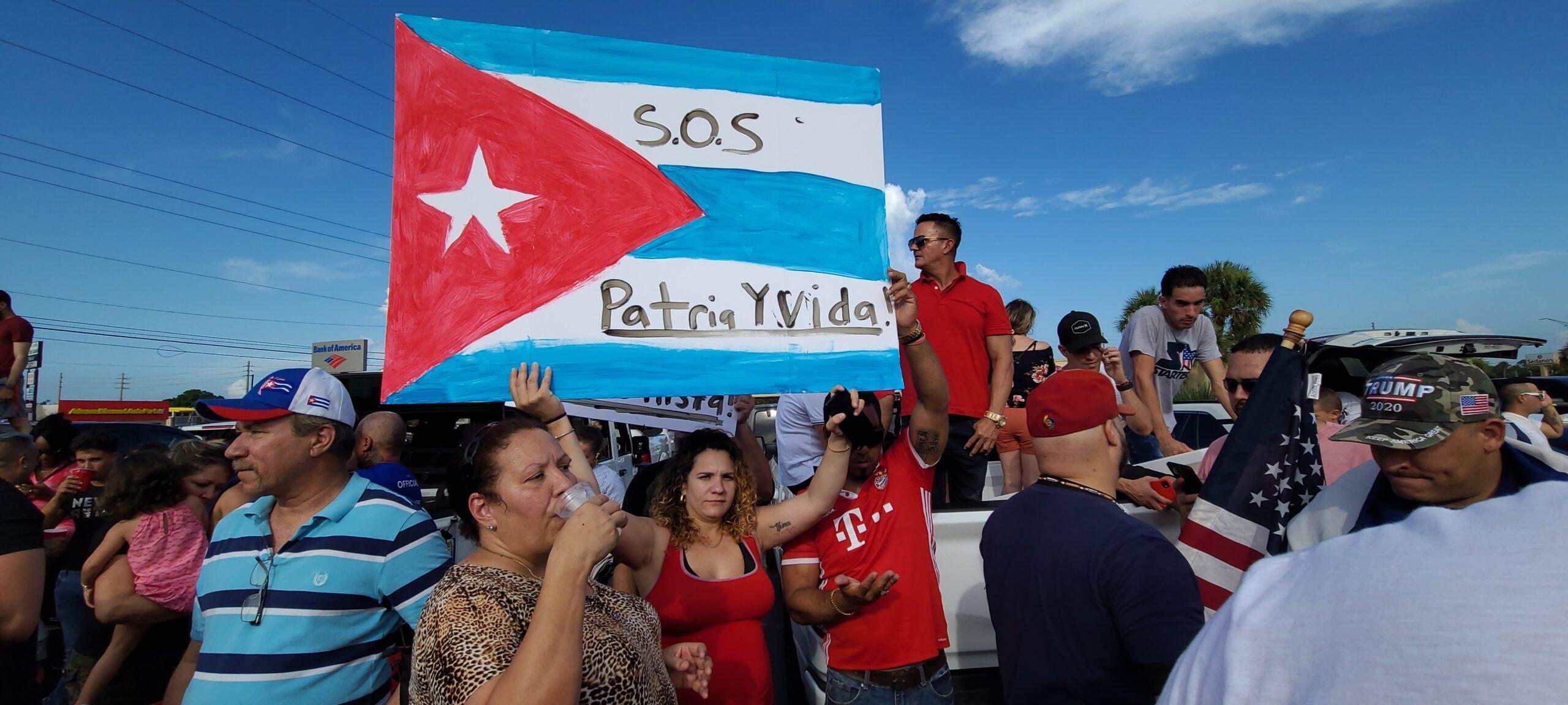 Cubanos en Orlando salen a apoyar a sus compatriotas en la isla