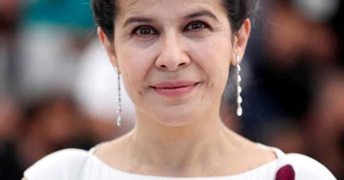 Latina recibe ovación en el Festival de Cannes