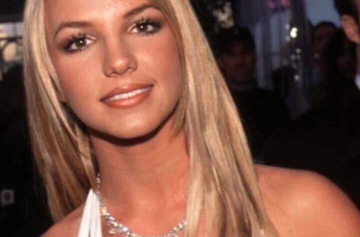 Britney Spears dice que su padre la extorsiona