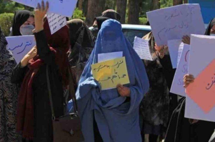 Talibanes permiten la evacuación de 200 civiles
